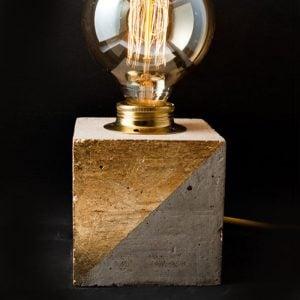 eunadesign lampara tierra cubo cemento dorado 1