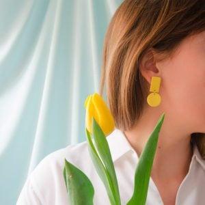Pentamina Studio Pendientes de dos geométricos amarillo