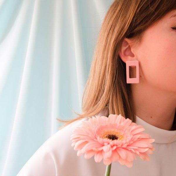 Pentamina Studio Pendientes geométricos rosa